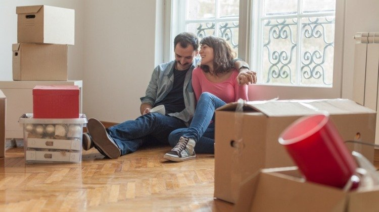 Tips for De-cluttering and saving on your moving cost
